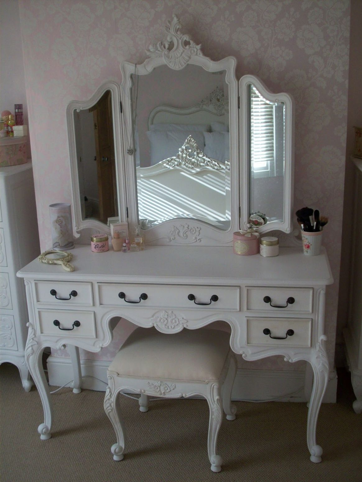 Victorian Vanity Makeup Table | Saubhaya Makeup