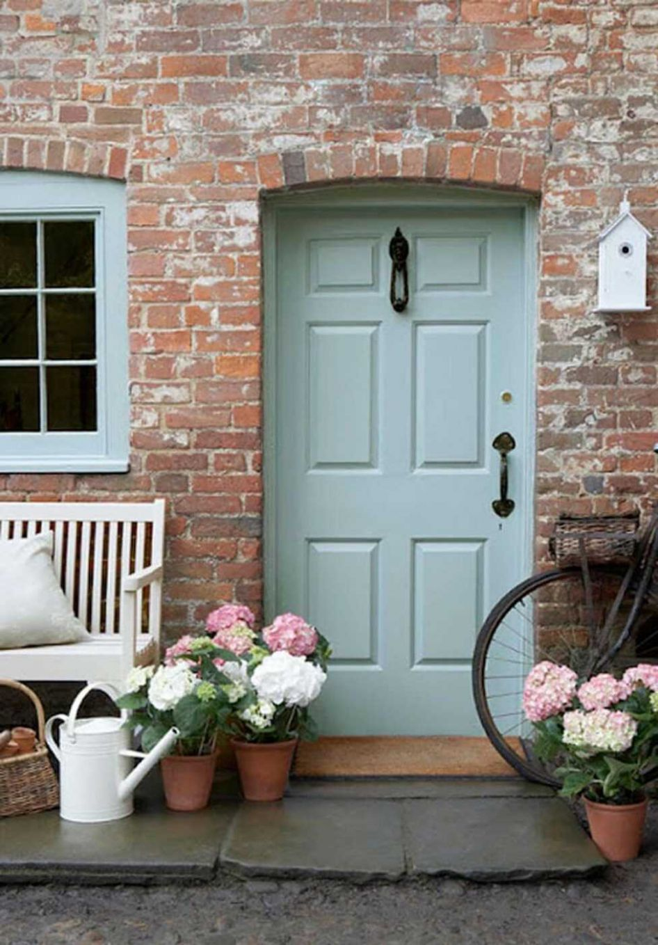 Welcome Spring: 12 Great DIY Flower Pot Ideas for Front Doors