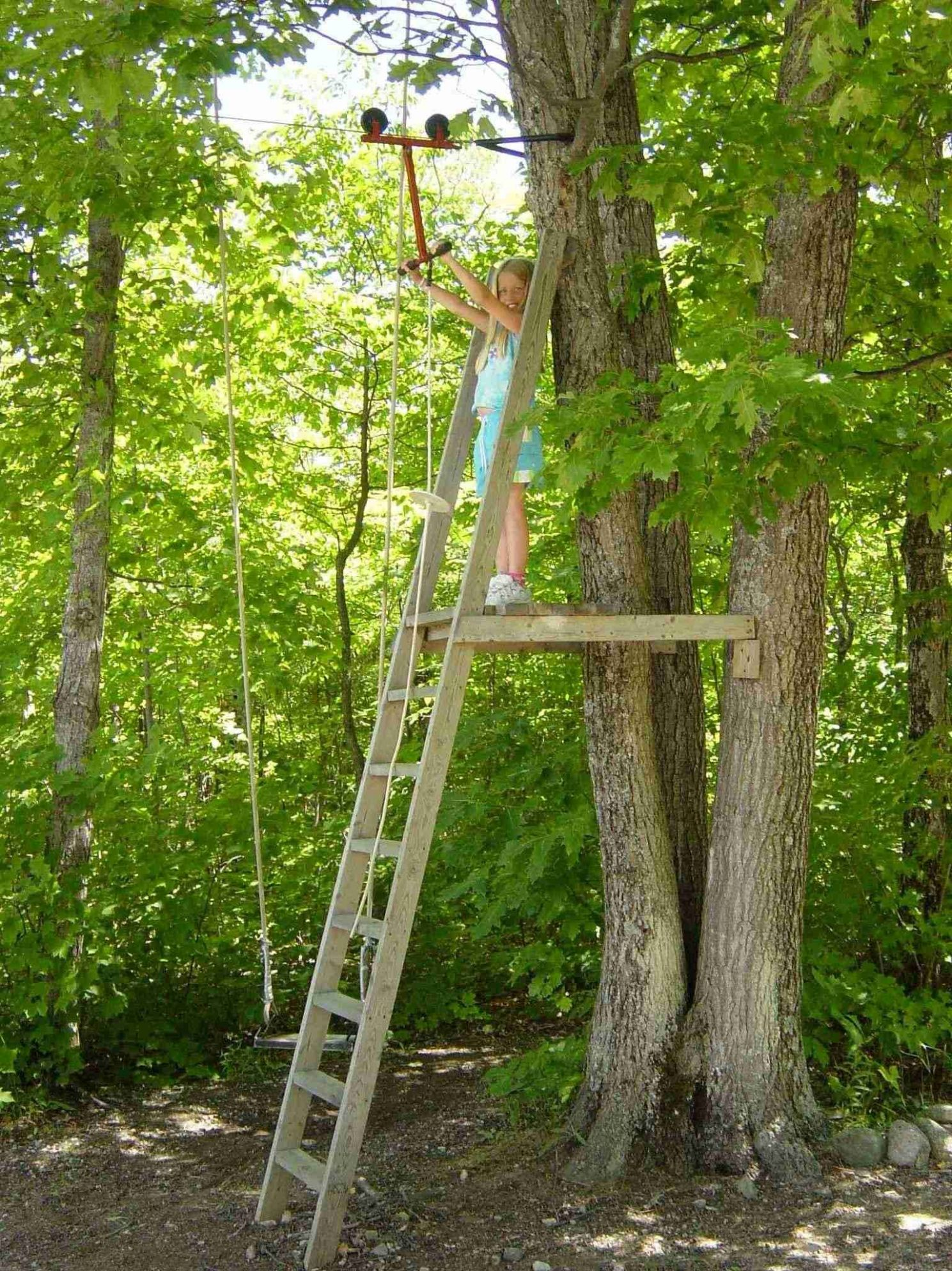 Zipline tree fort Note: great structure and support ideas. ladder ...