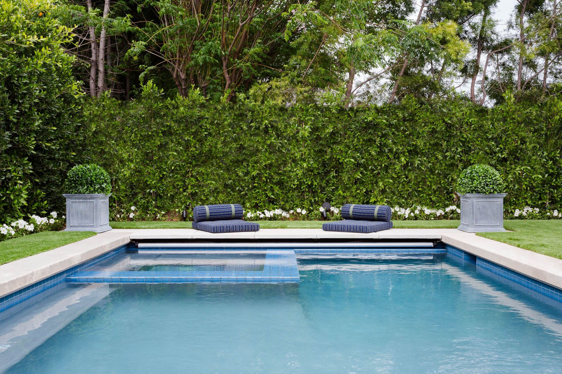 11 Best Pool Designs - Beautiful Swimming Pool Ideas