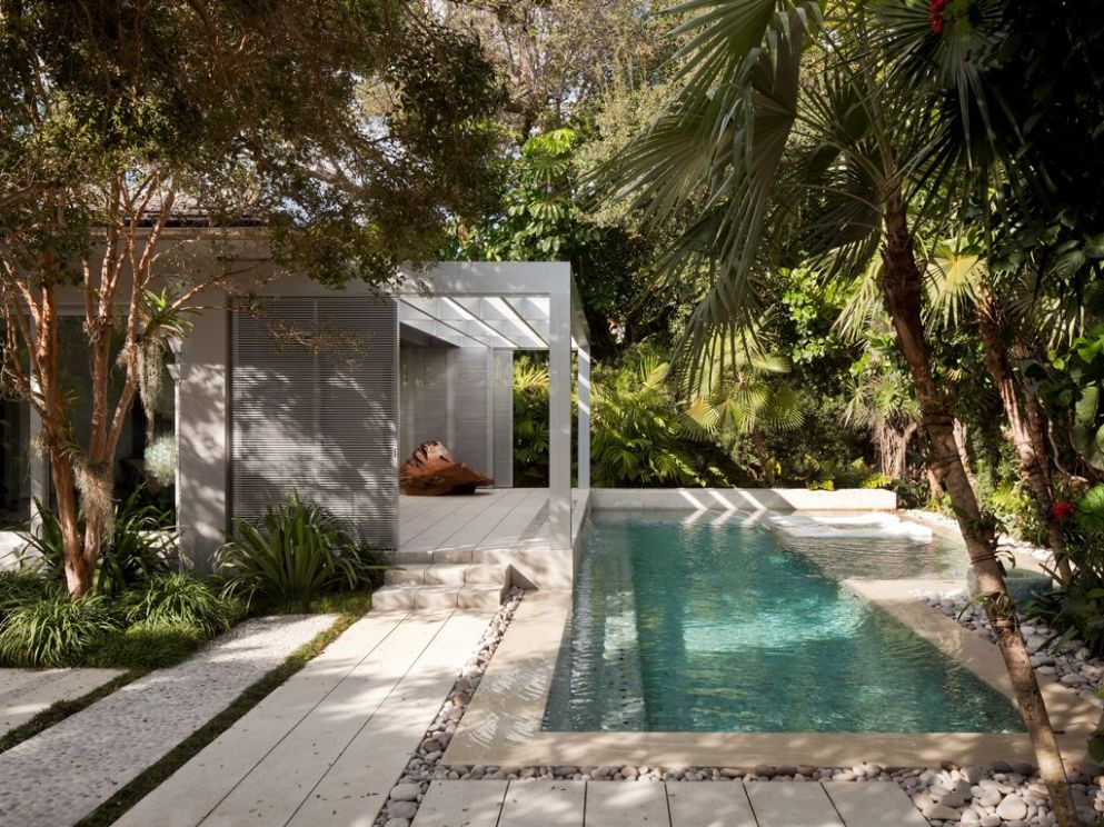 11 Breathtaking Ideas for a Swimming Pool Garden | Tropical pool ..