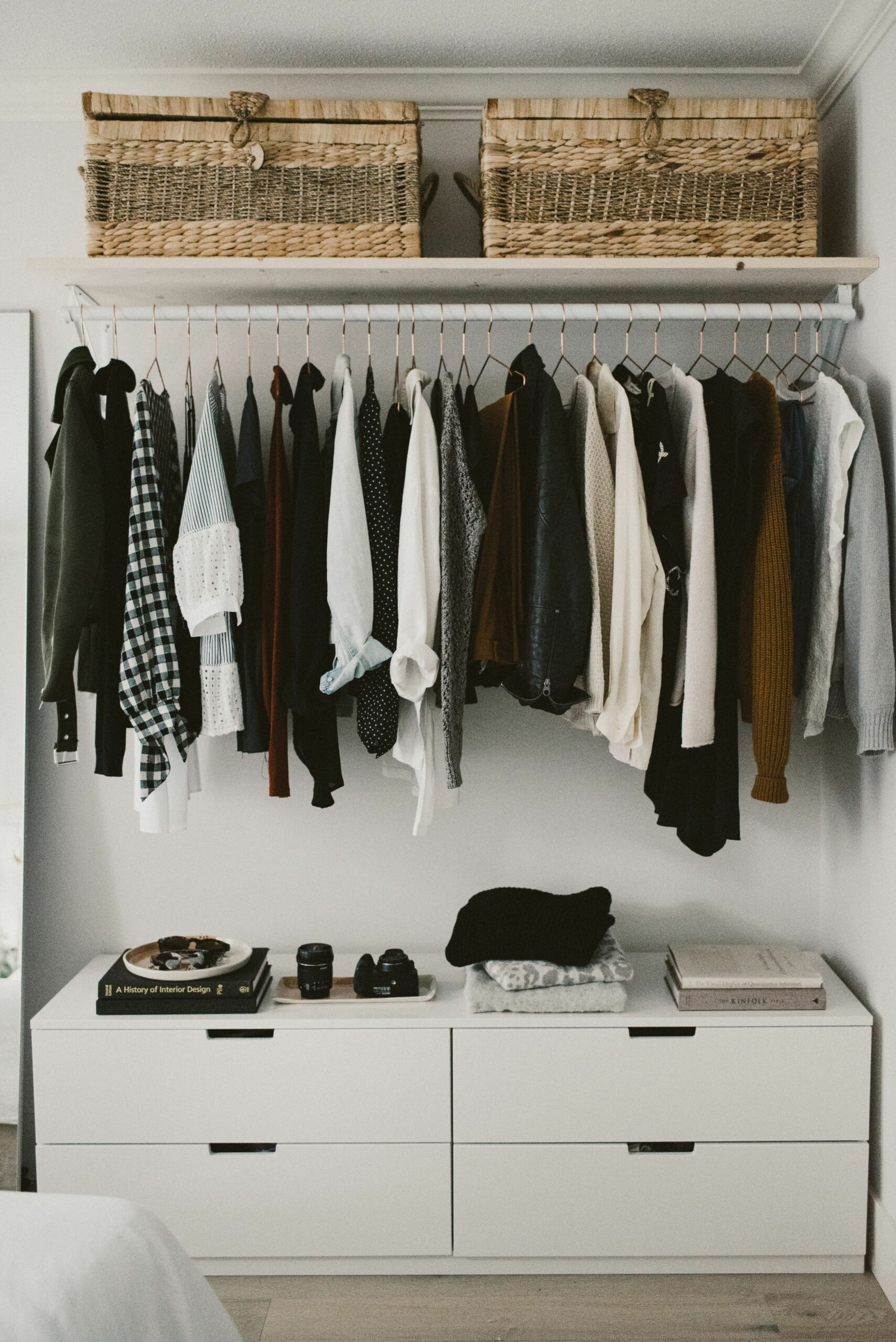 11 Lovely Open Closet Ideas For Small Spaces | Small bedroom decor ..