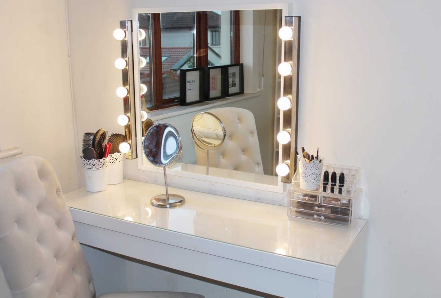 11 Makeup Room Ideas To Brighten Your Morning Routine | Shutterfly - makeup room accessories