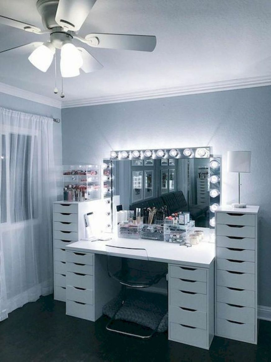 9 Beautiful Make Up Room Ideas in Your Bedroom (9) - house9