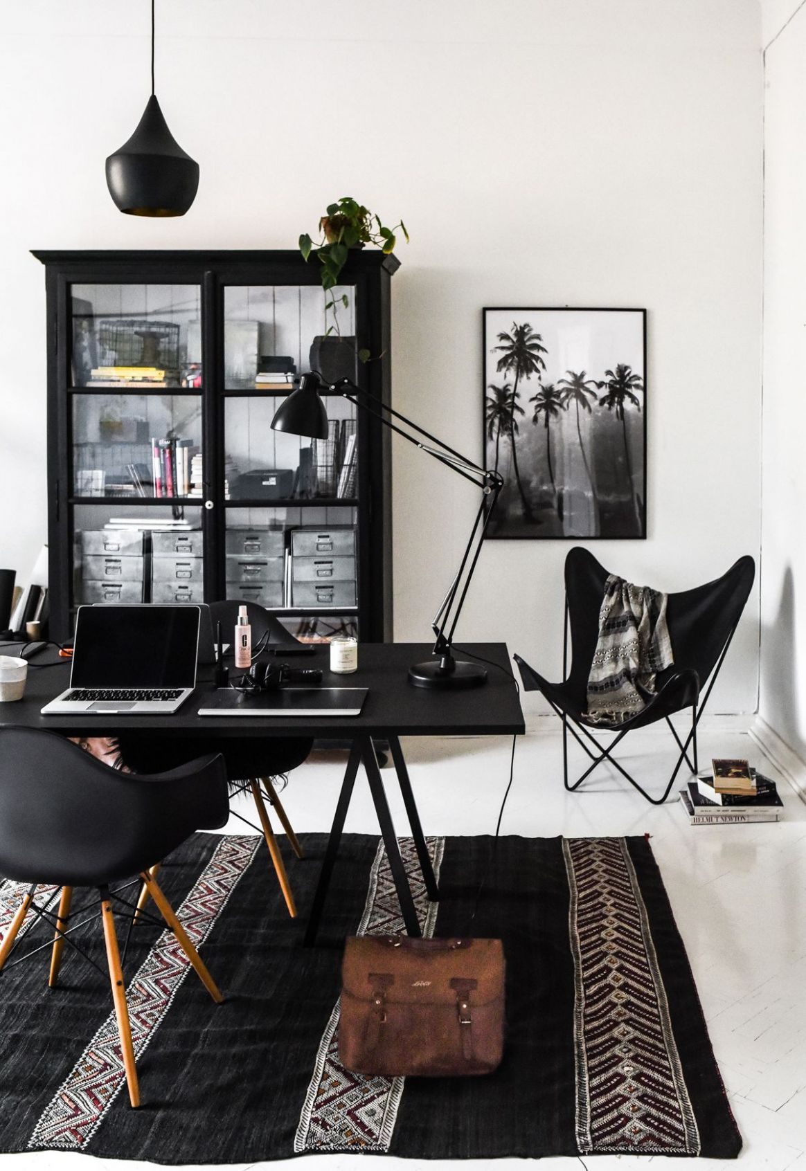 Black and white home office decor - Loop table by Hay, Vitra Eames ...