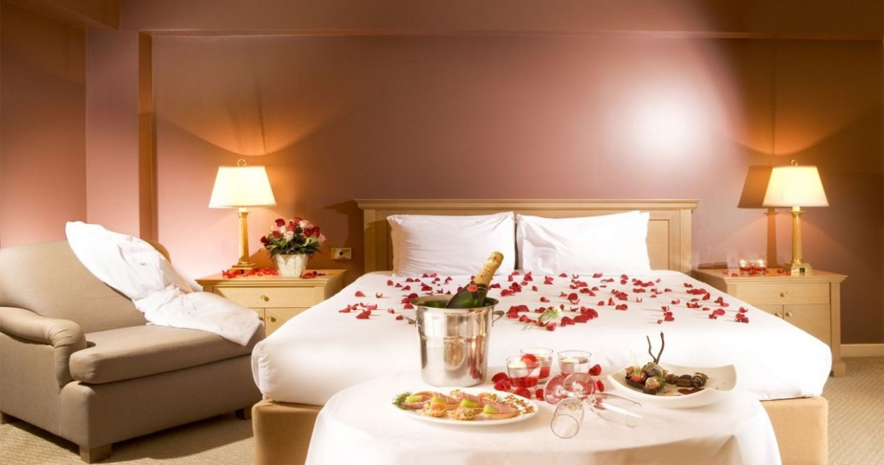 Color Wall Selection For Romantic Bedroom Decorating Ideas : Home ...