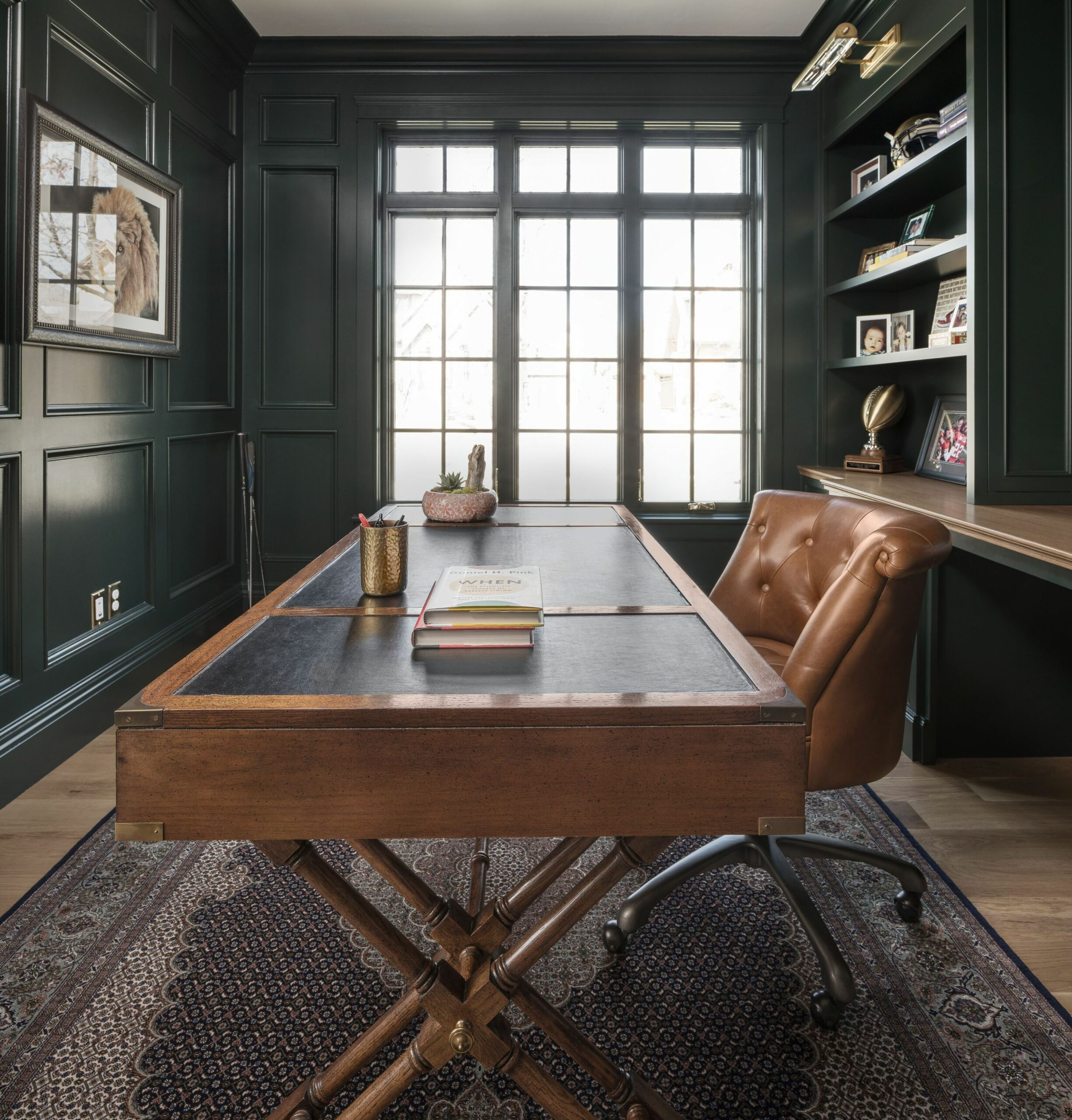 Dark, moody office design | Green home offices, Modern home ..