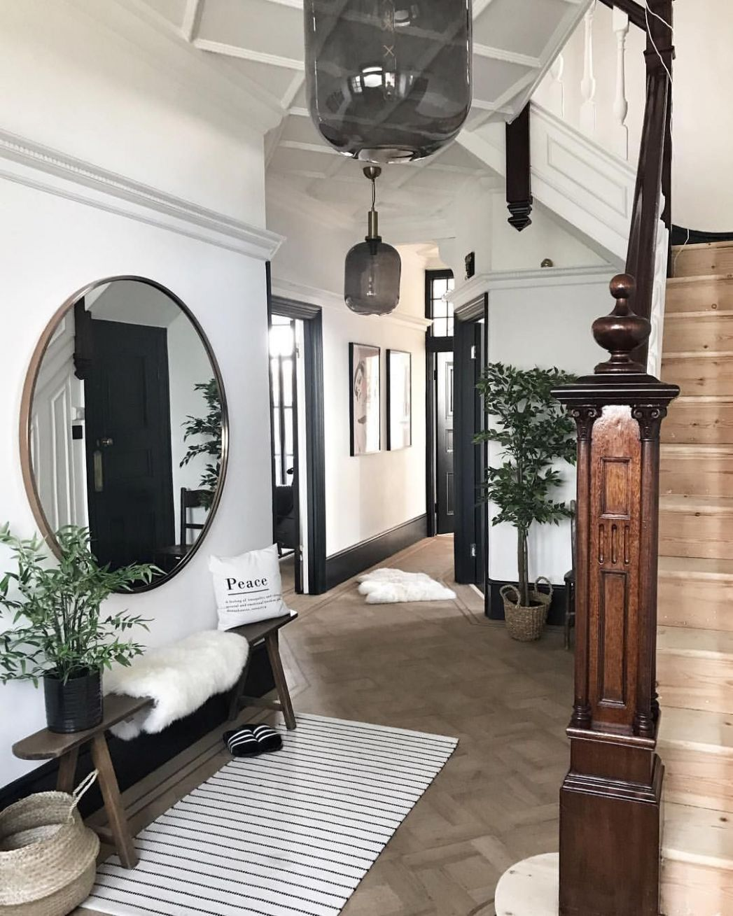 Entryway Hallway Inspiration - Edwardian Home Black, White and ...