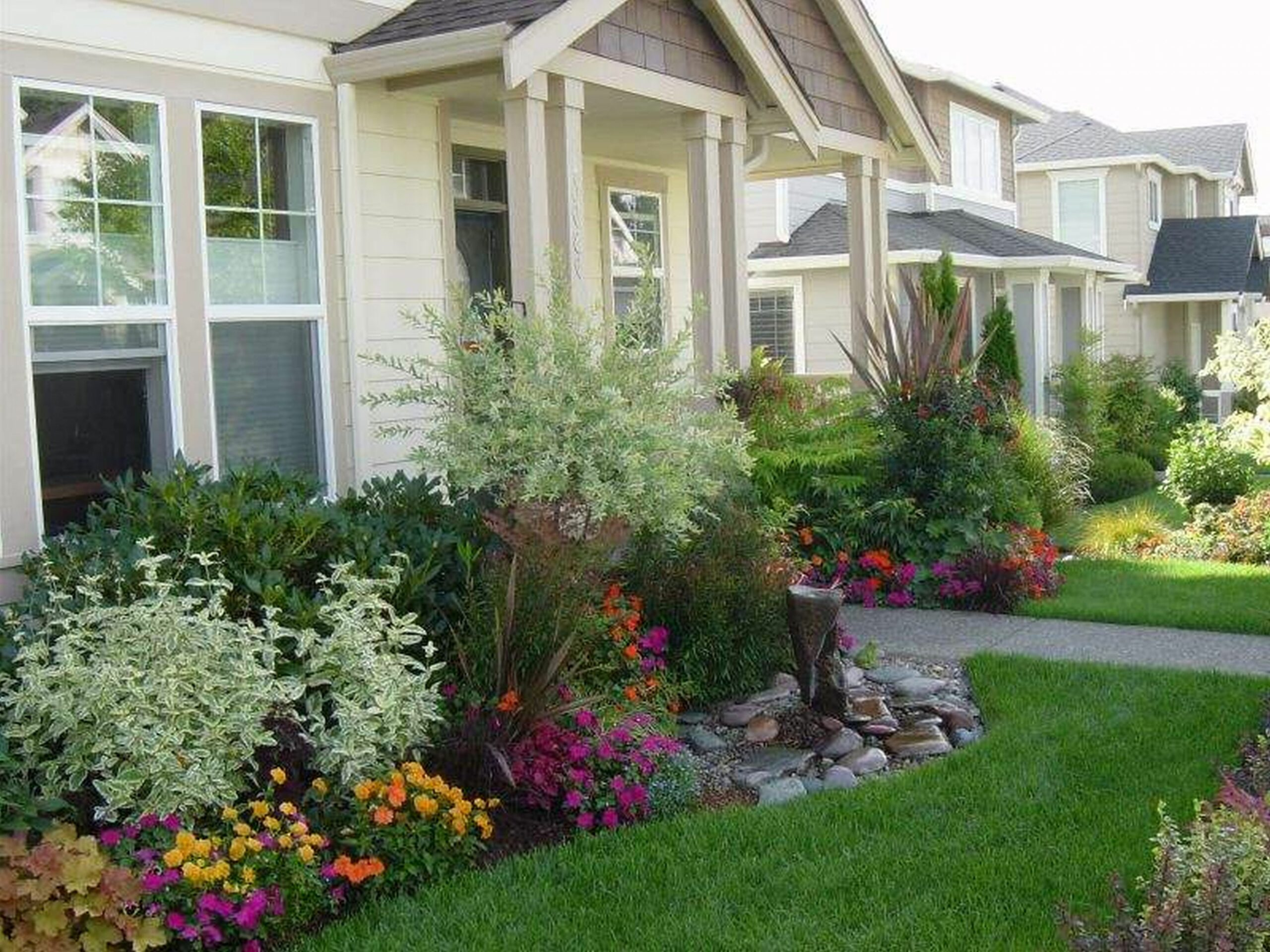 Garden Ideas For The Front Of The House | Garden front of house ...