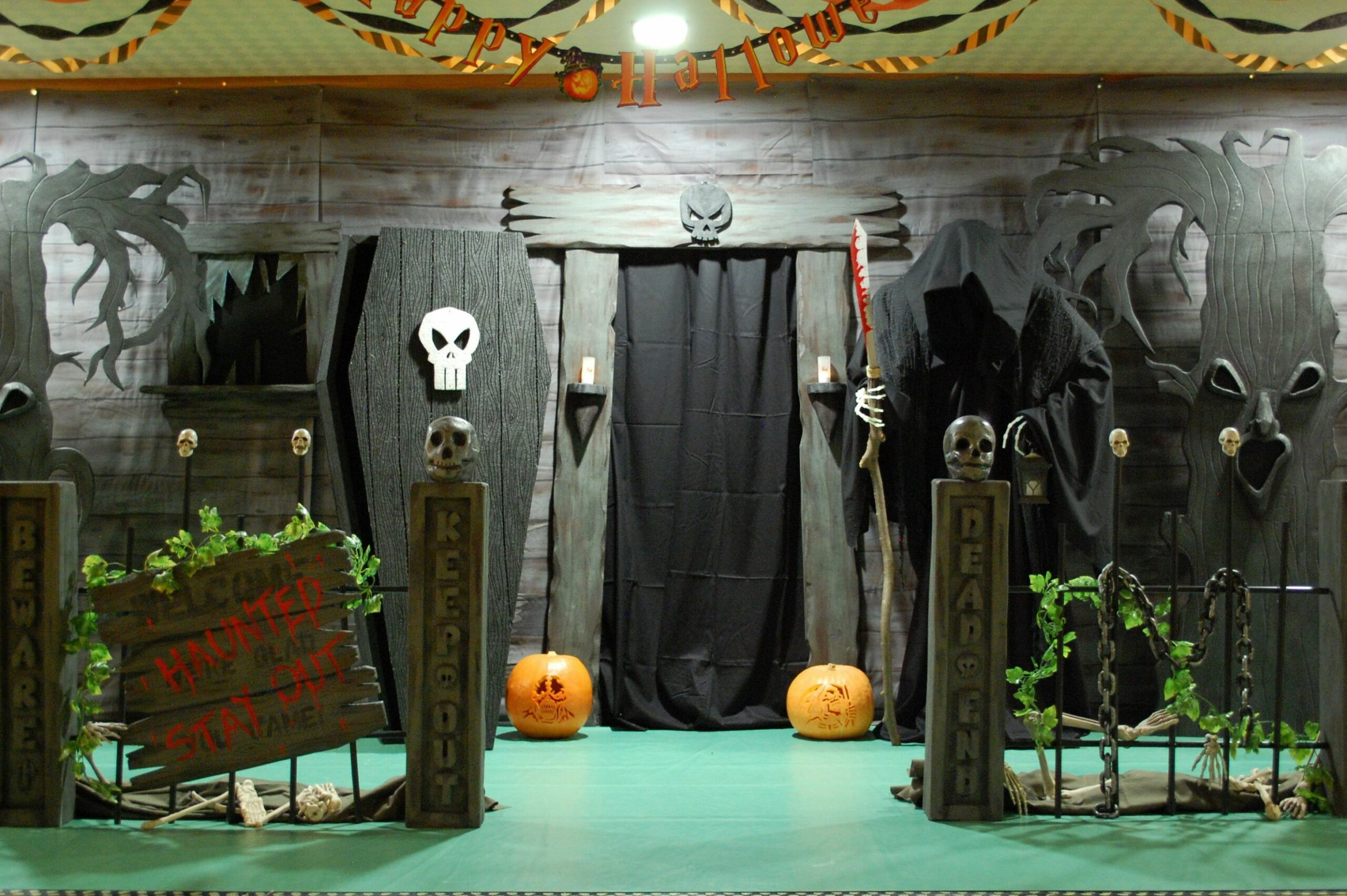 halloween house party ideas - Google Search | Haunted house ..