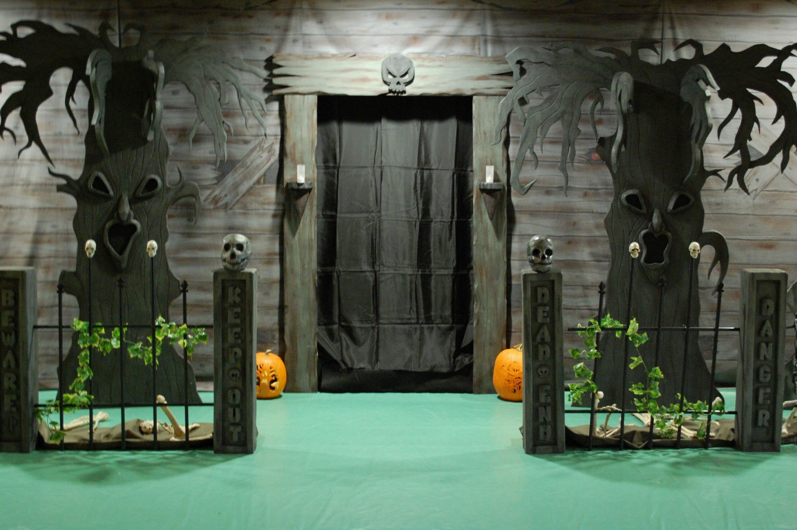 haunted-house-ideas | Haunted house decorations, Halloween haunted ...