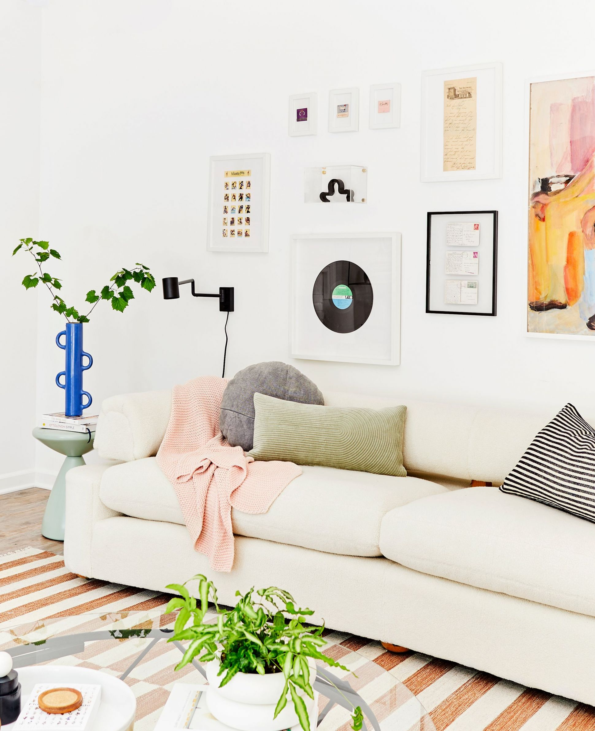 How to Decorate Your First Apartment - First Apartment Decorating ..