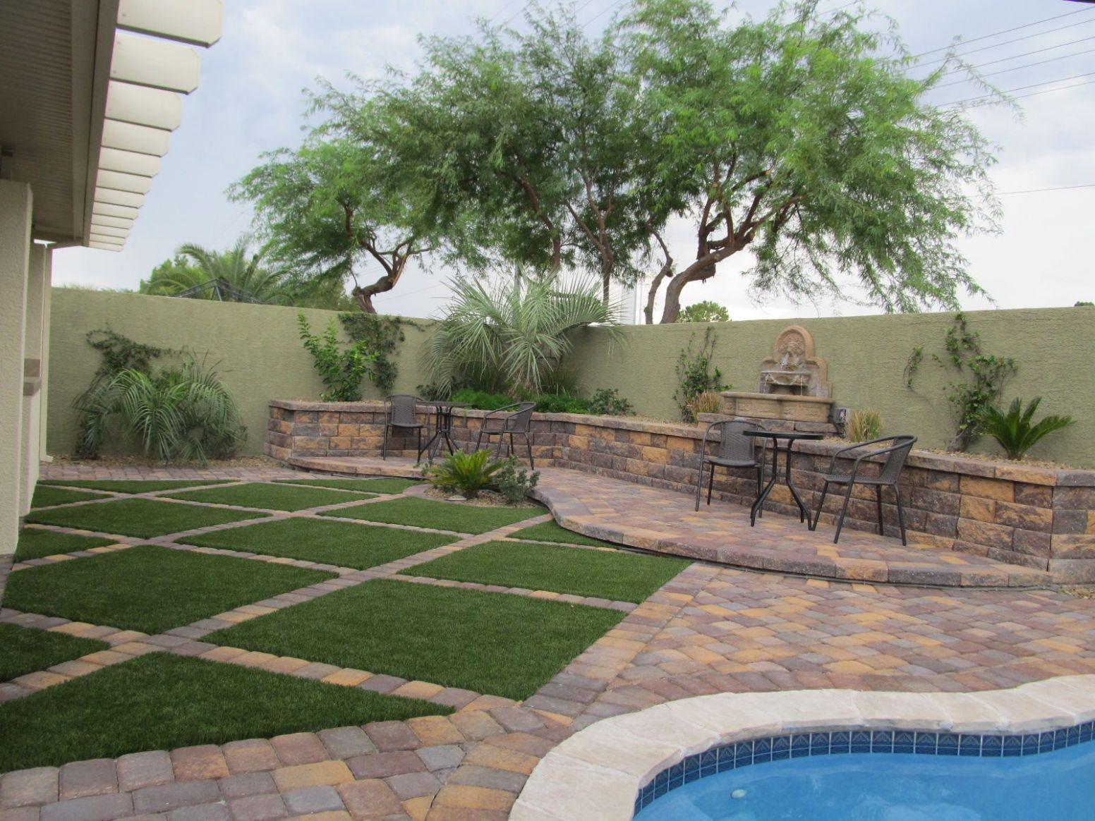 Las Vegas Backyard Landscaping (With images) | Desert landscaping ...