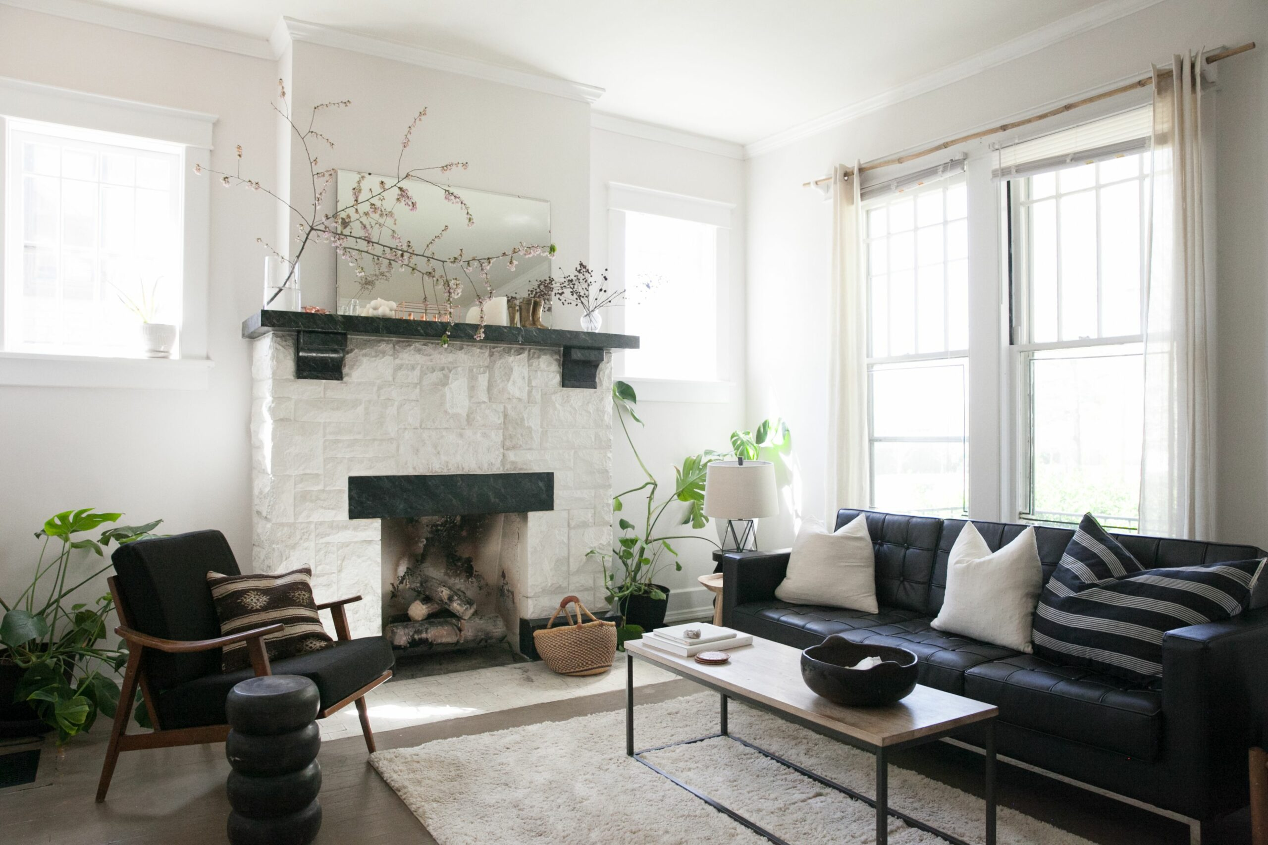 Living Room Layout Mistakes to Avoid While Decorating | Apartment ..