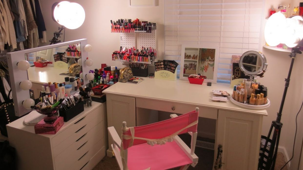 MAKEUP ROOM TOUR! | Vitale Style with Laura Vitale