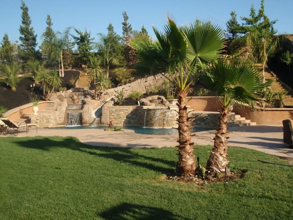 pool built into slope/hill. I love this!!!! | Dream pools ..