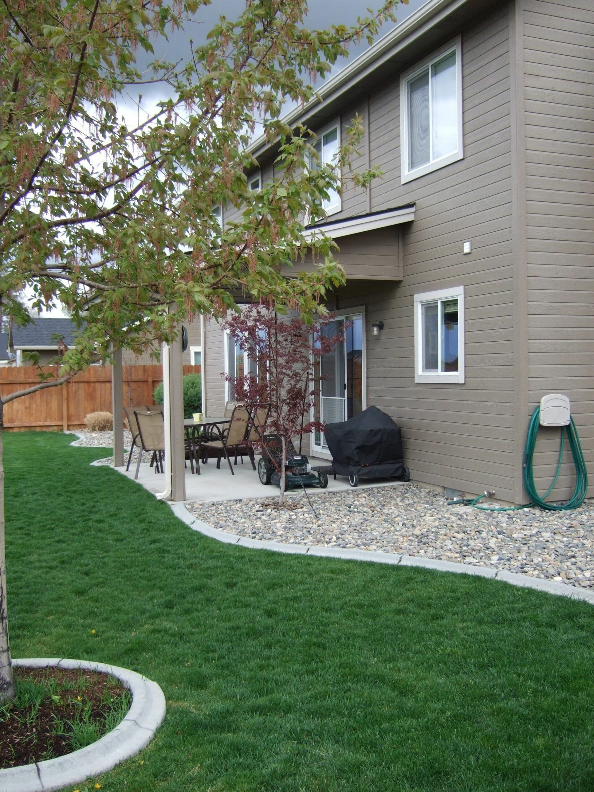 Rocks against your house instead of mulch keeps moisture (and ..