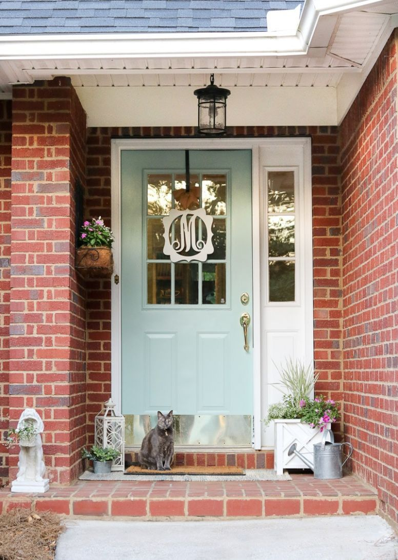 Simple and Easy Small Front Porch Decorating Ideas of 10