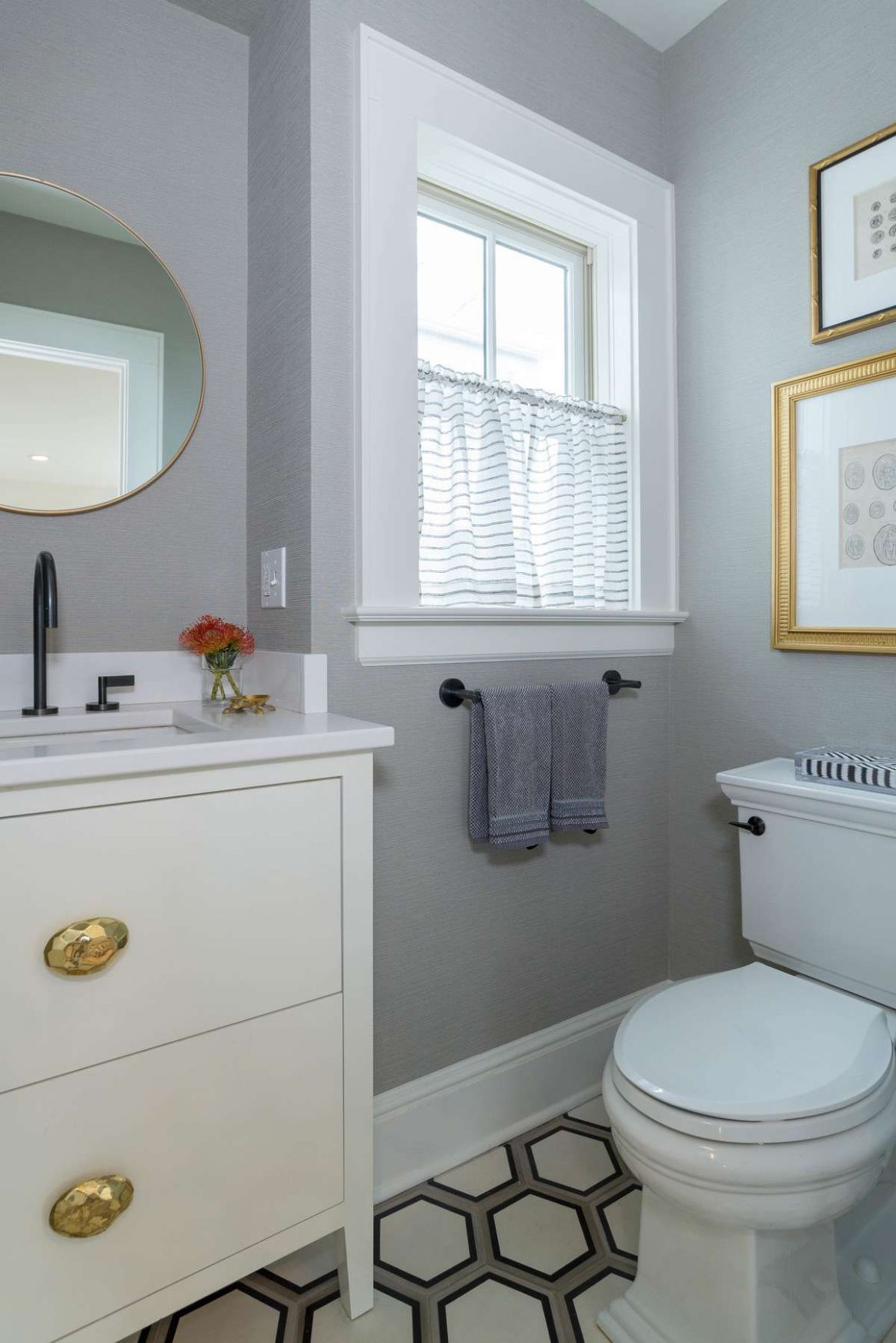 Small Bathrooms Brimming With Style and Function - bathroom ideas pictures