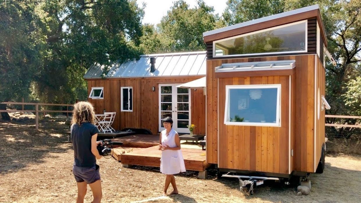 """Vina Lustados home-office using 9 tiny houses in """"L"""" + deck"""