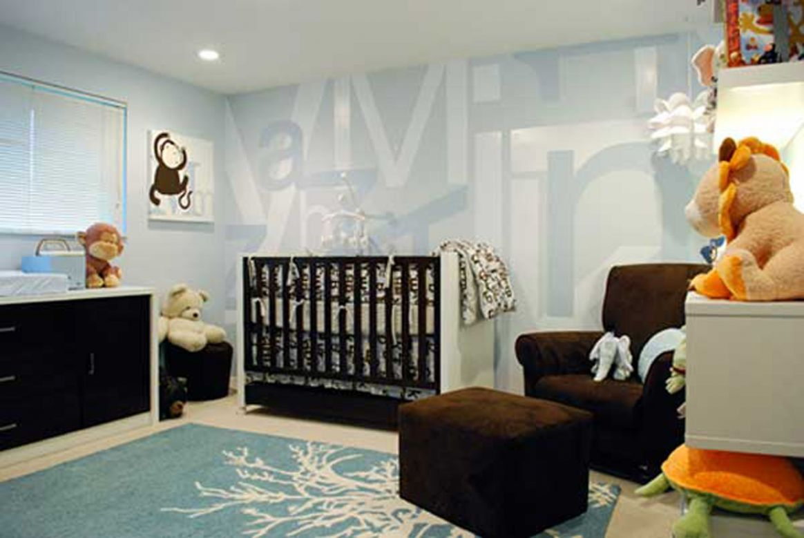 Wall-decal-decorated-in-baby-room-neutral-gender-equipped-dolls ..