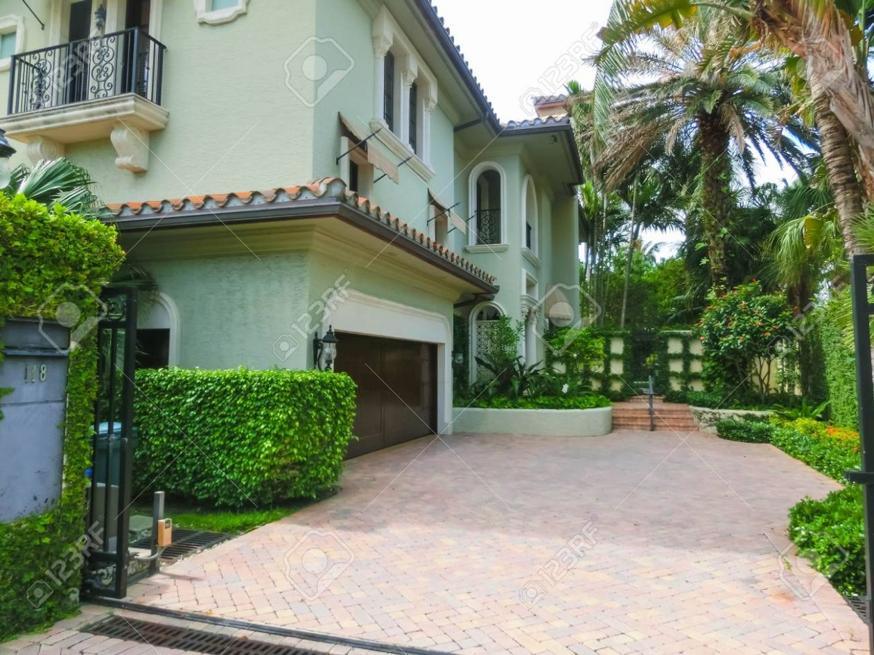 WEST PALM BEACH, Florida -11 May 11: The private house at center.