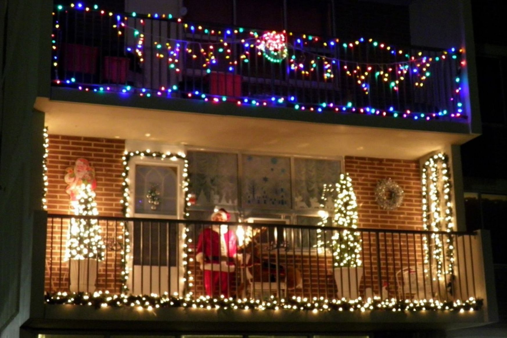 10 Cool Christmas Lights Decorating Ideas For Balcony (With images ...
