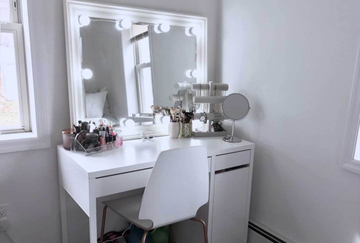 10 Makeup Room Ideas To Brighten Your Morning Routine | Shutterfly - makeup room table