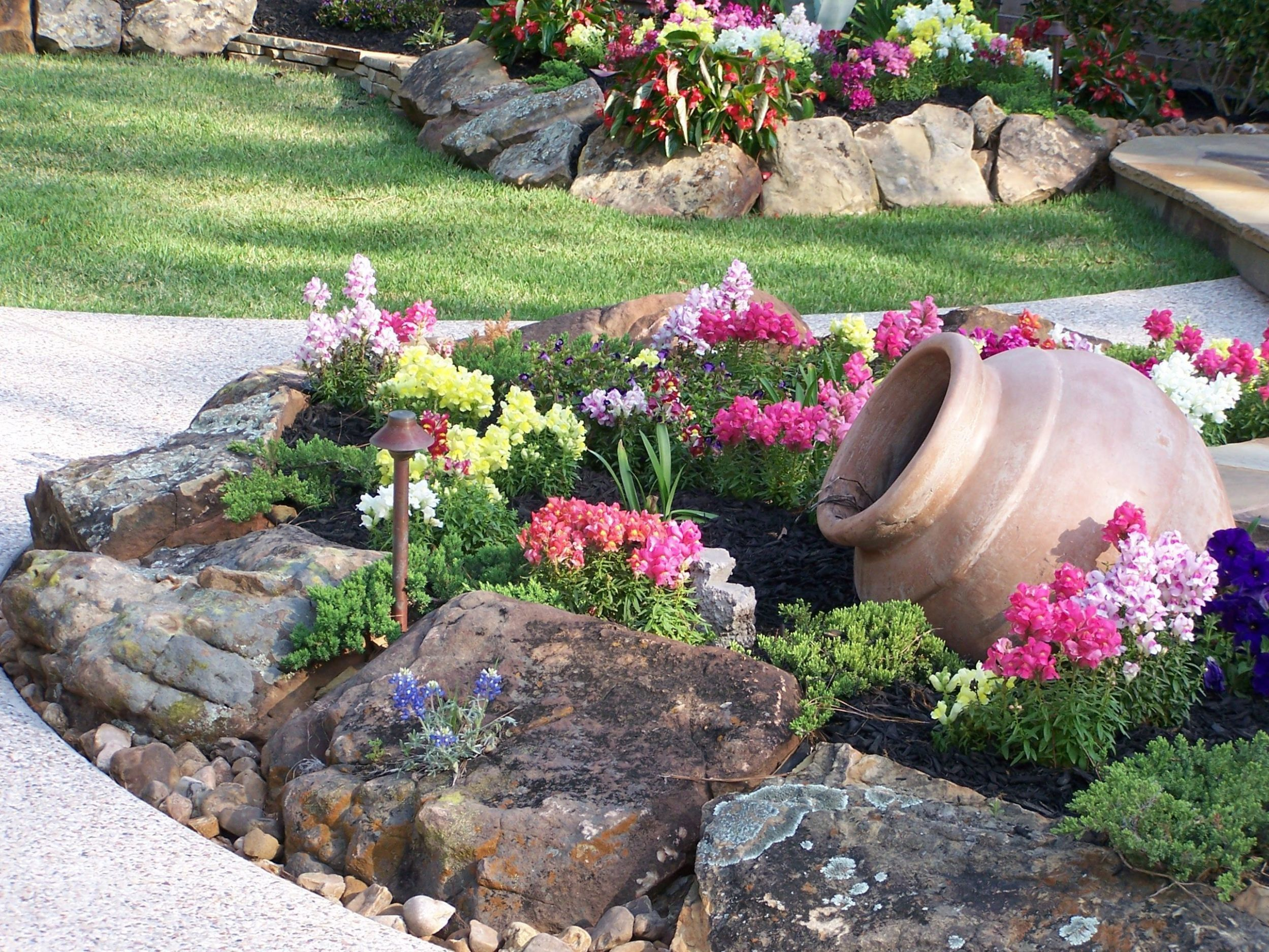 10 Most Beautiful and Attractive Rock Garden Ideas ...