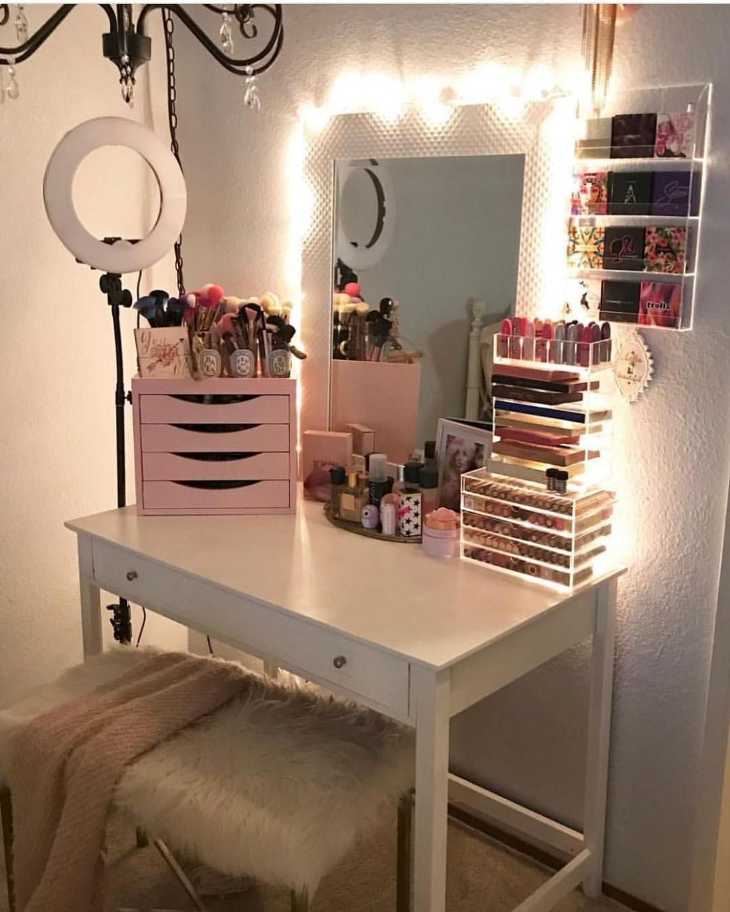 10+ Perfect Makeup Room Ideas for Makeup Lovers (With images ..