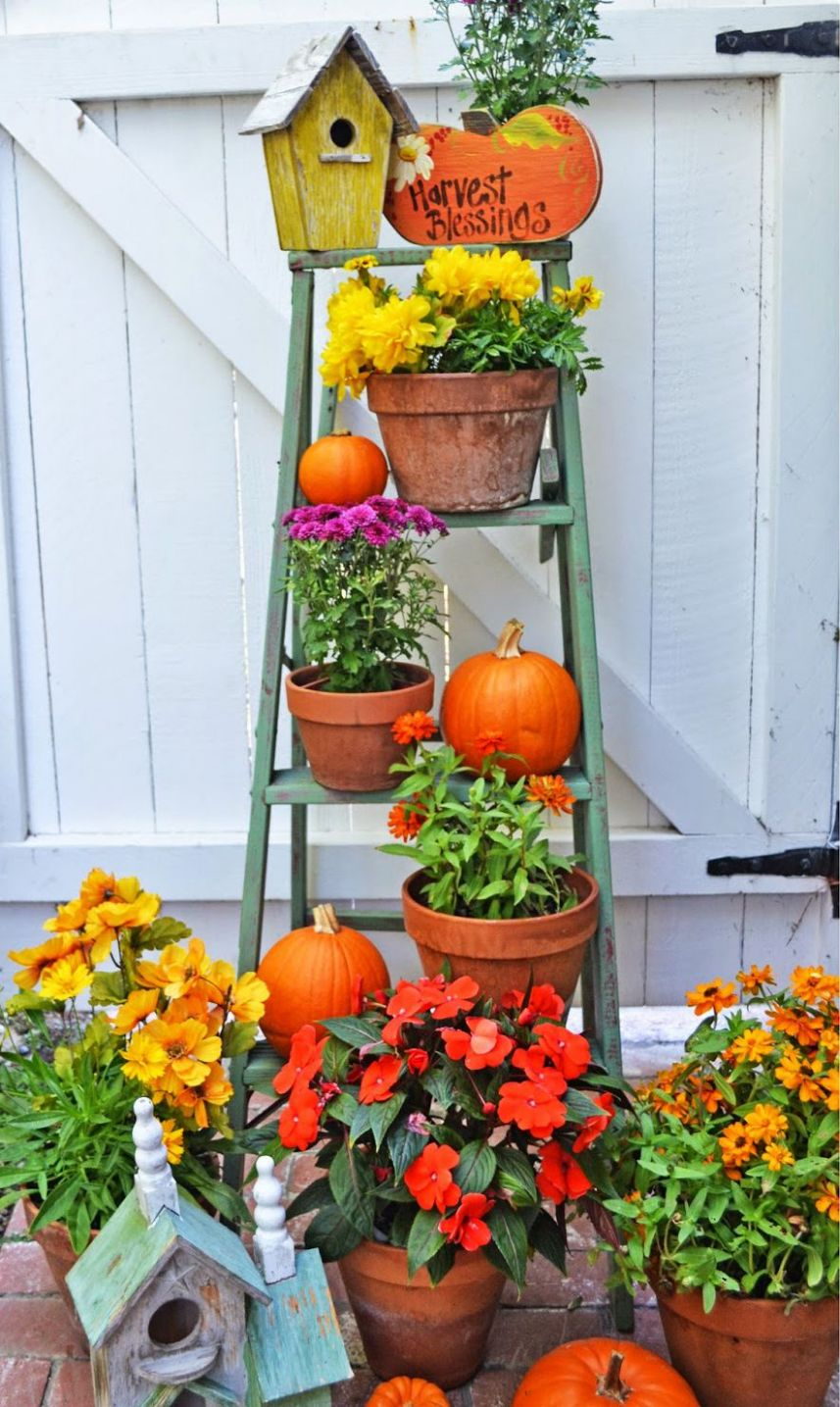 11 Best Fall Porch Decorating Ideas Featuring All the Colors of ..