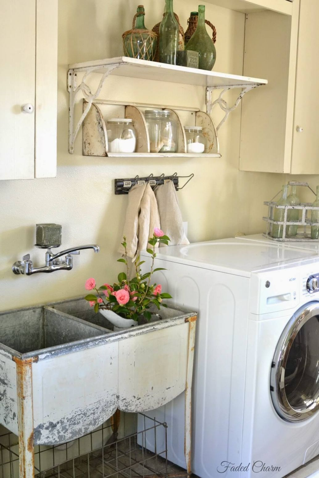 11 Best Vintage Laundry Room Decor Ideas and Designs for 11 - laundry room tub ideas