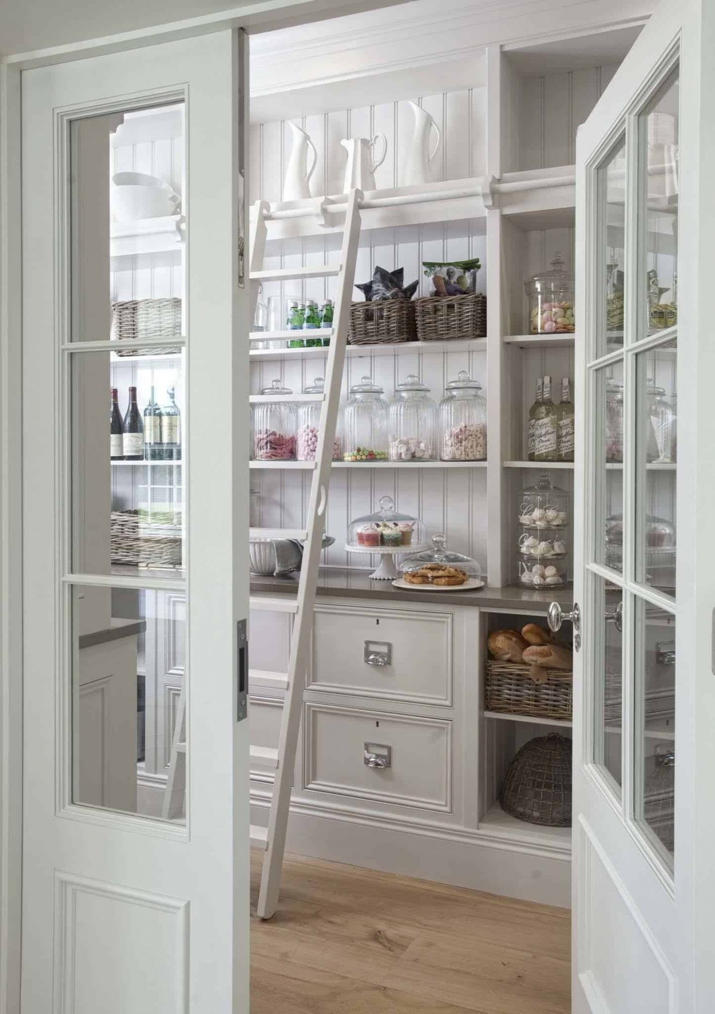 11 Clever ideas to help organize your kitchen pantry - closet ladder ideas