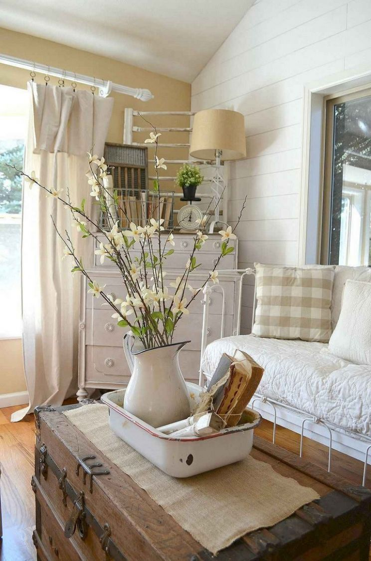 11+ Comfortable Farmhouse Sunroom Makeover Decor Ideas - small sunroom makeover