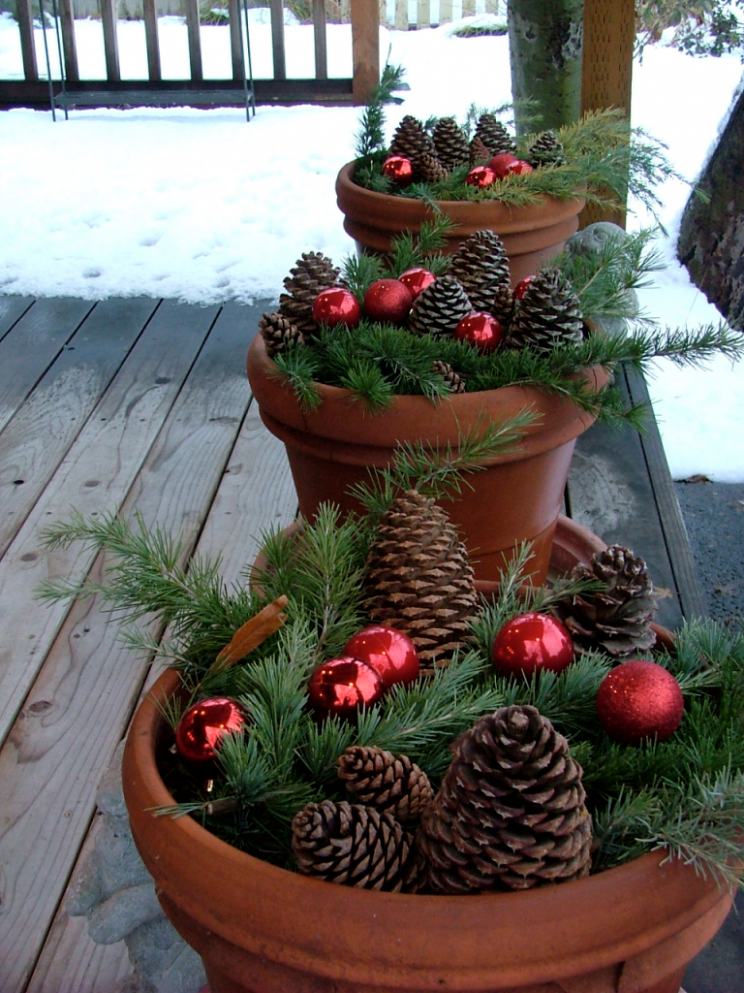 11 Front Porch Christmas Decor Ideas To Make This Year! - front porch tree decor