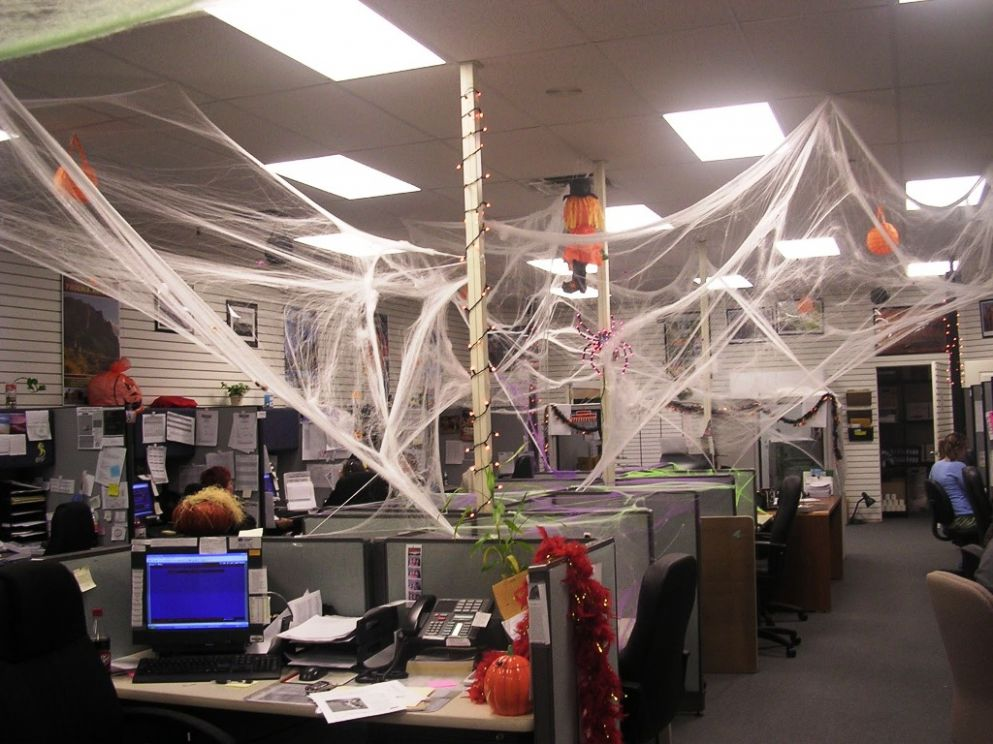 11 Ideas For Original Halloween At the Office | EmploymentHub - halloween ideas office