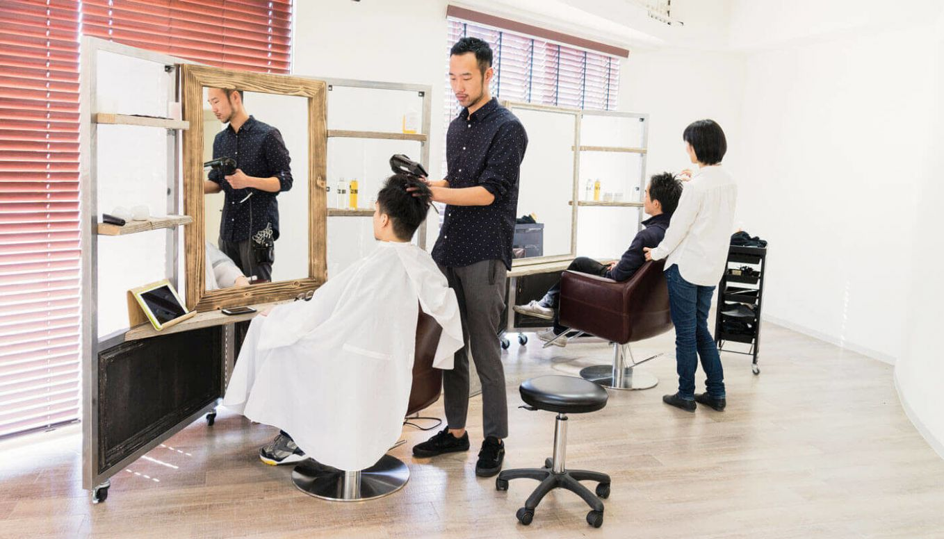 11 Salon Ideas for Small Spaces | Timely - makeup room equipment