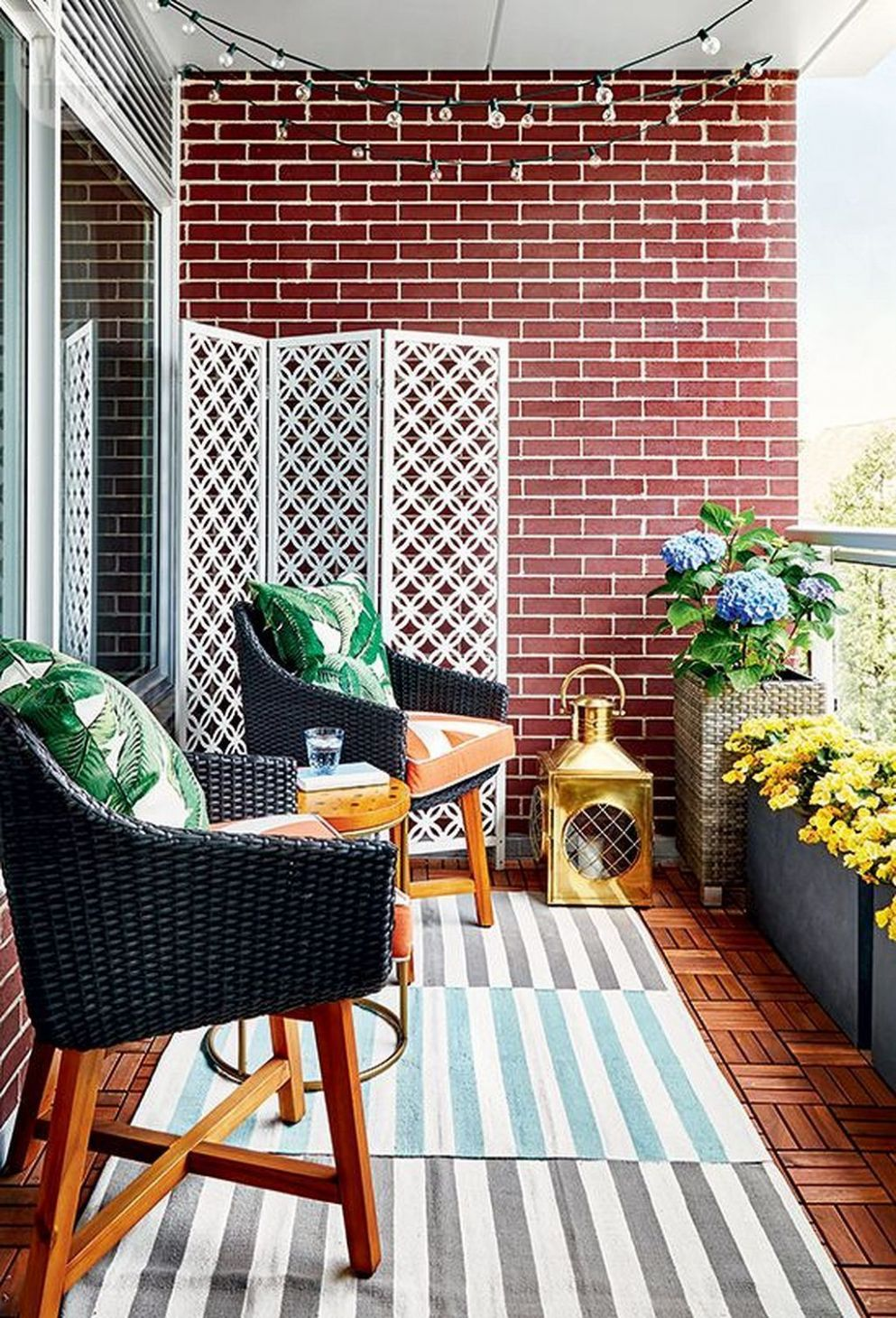 11+ Small Apartment Balcony Decor Ideas on A Budget (With images ...