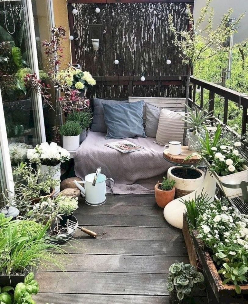 12 Beautiful Small Garden Decorating for Your Balcony | Small ...