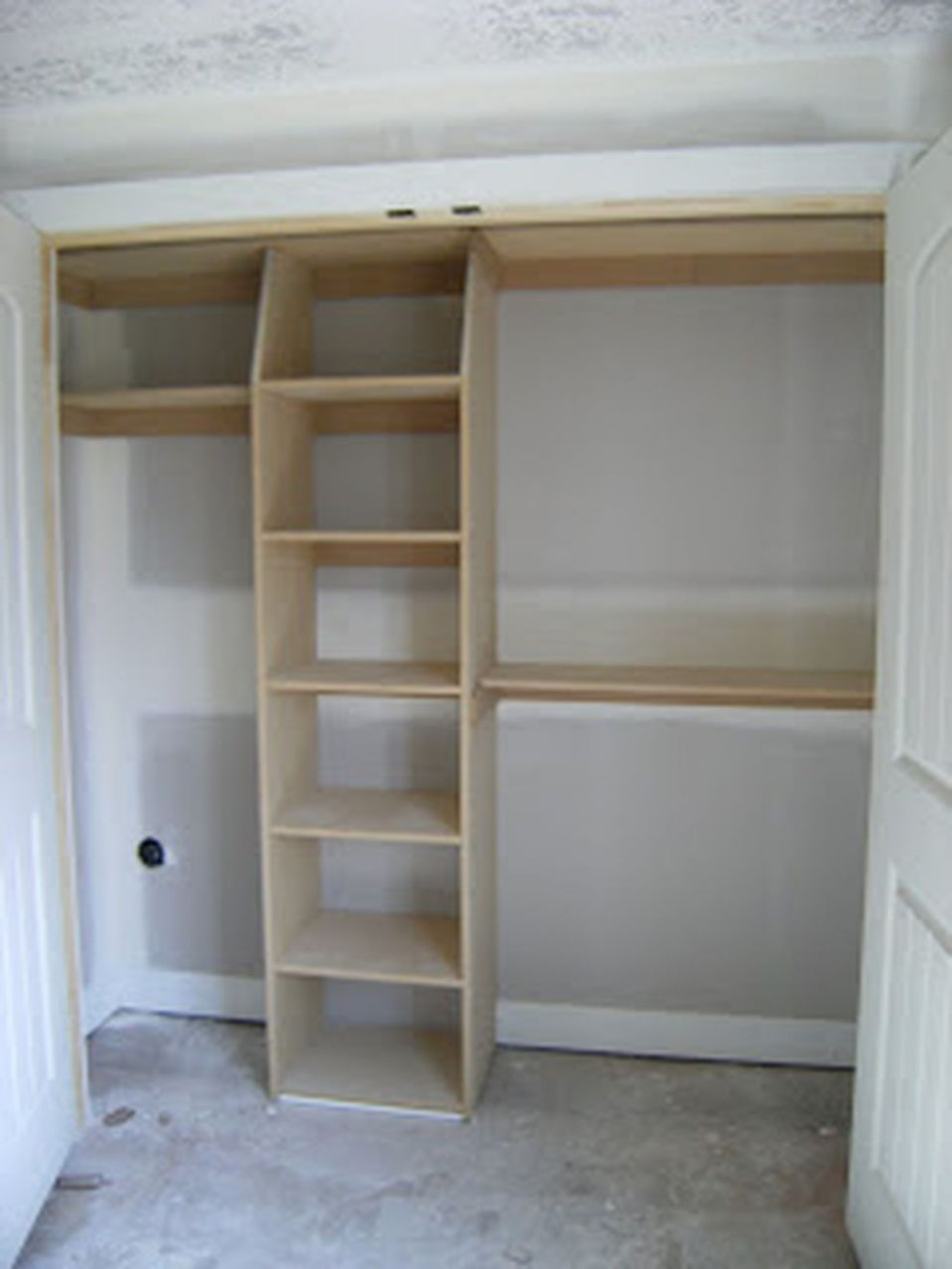 12 Easy and Affordable DIY Wood Closet Shelves Ideas (With images ..