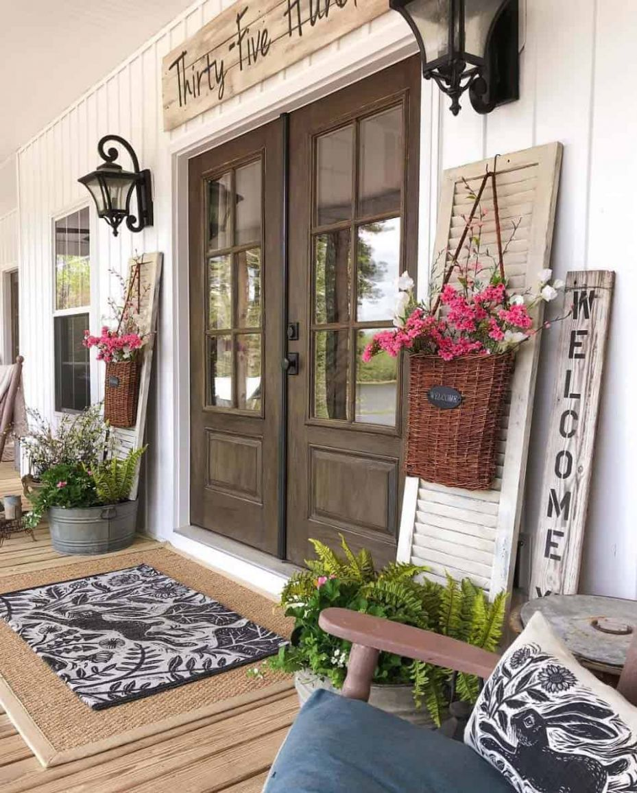 12 Gorgeous And Inviting Farmhouse Style Porch Decorating Ideas