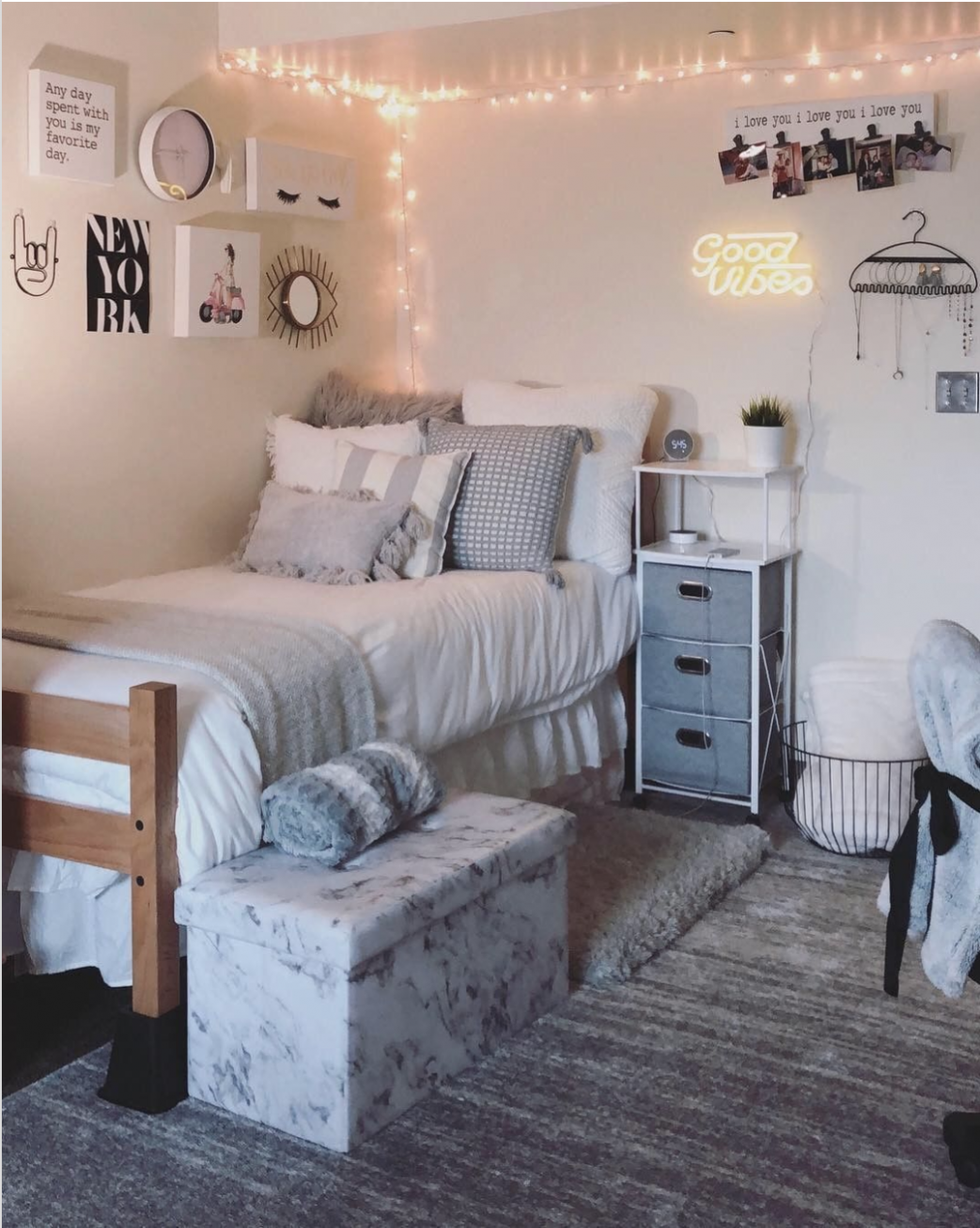 12 Ideas to decorate your dorm room in 12 | College dorm room ...
