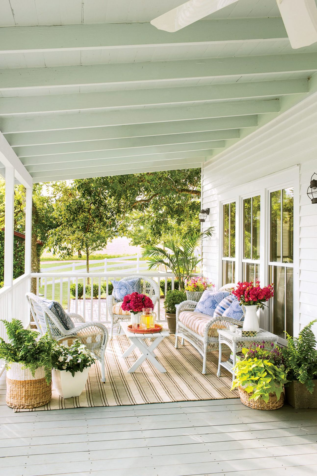 12 No-Fuss Floral Decorating Ideas For Your Front Porch | Southern ..