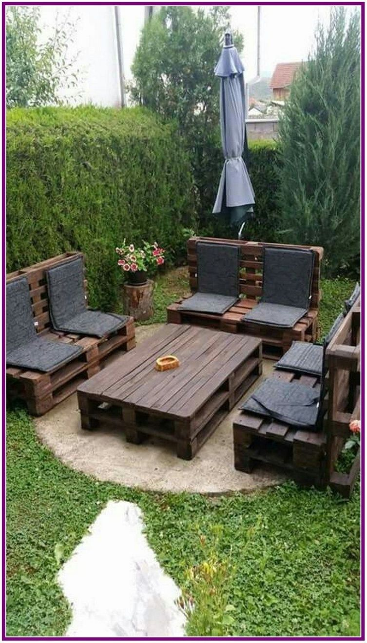 12+ Pallets Outdoor Sofa and Table on Casters   Pallet garden ...