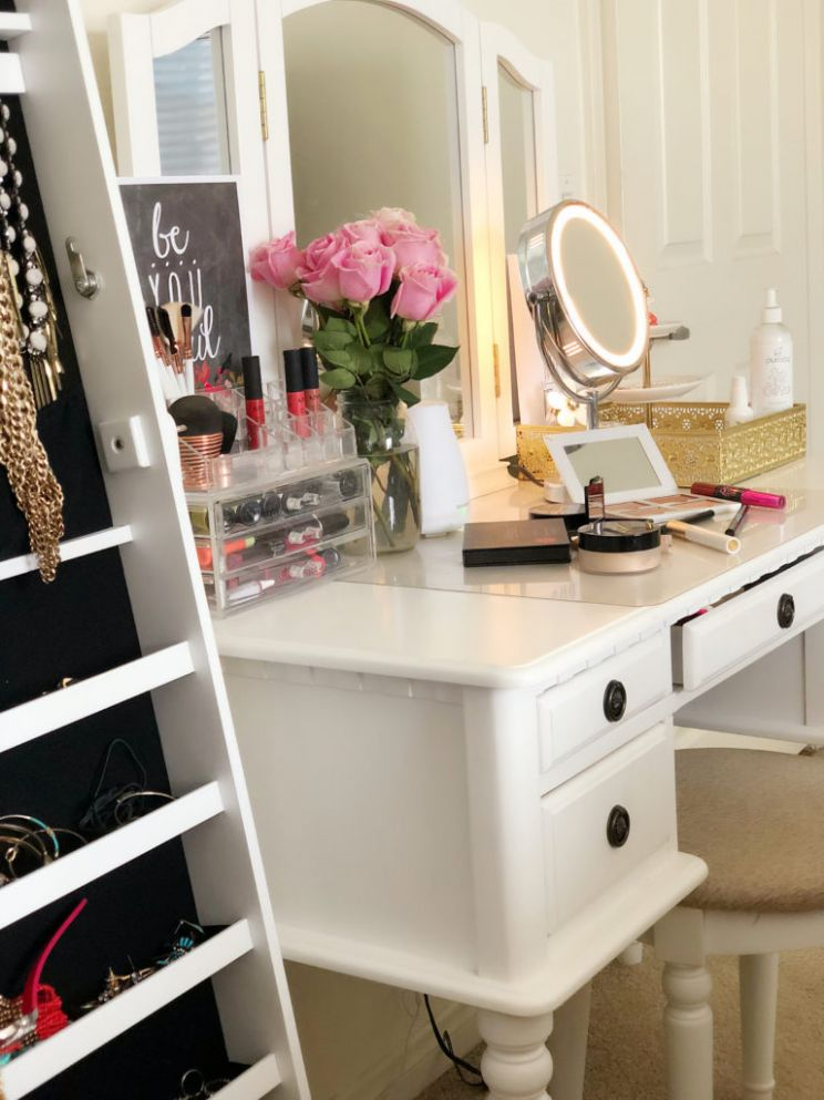 12 Reasons Every Woman Needs A Makeup Vanity Table (And How to ...