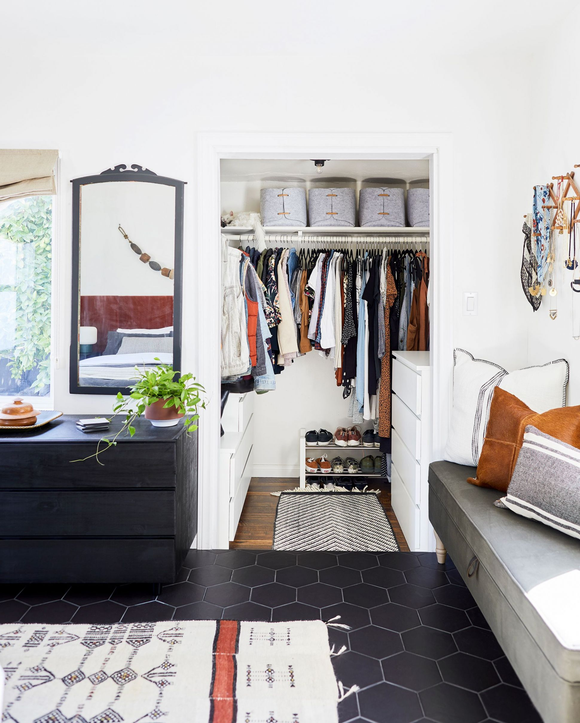 8 Best Small Closet Organization Ideas - Storage Tip for Small ...