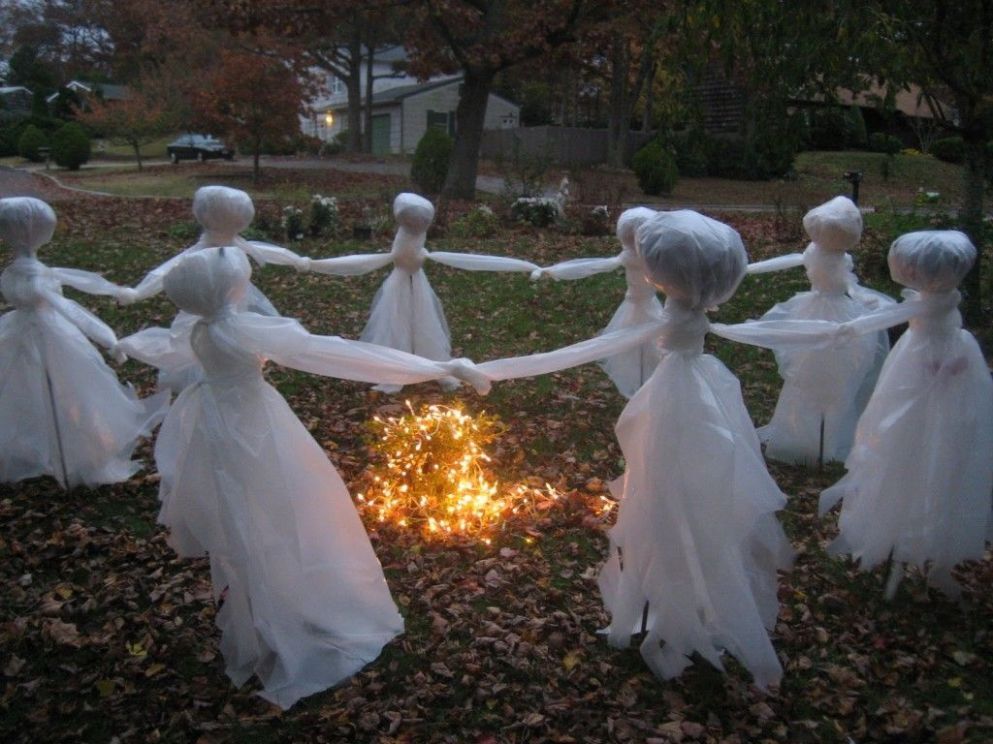 8 Easy DIY Outdoor Halloween Decoration Ideas for 8 (With ..