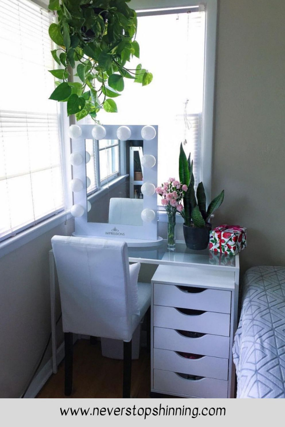 9+ Charming Bedroom Storage Ideas For Small Space You Must Try ...