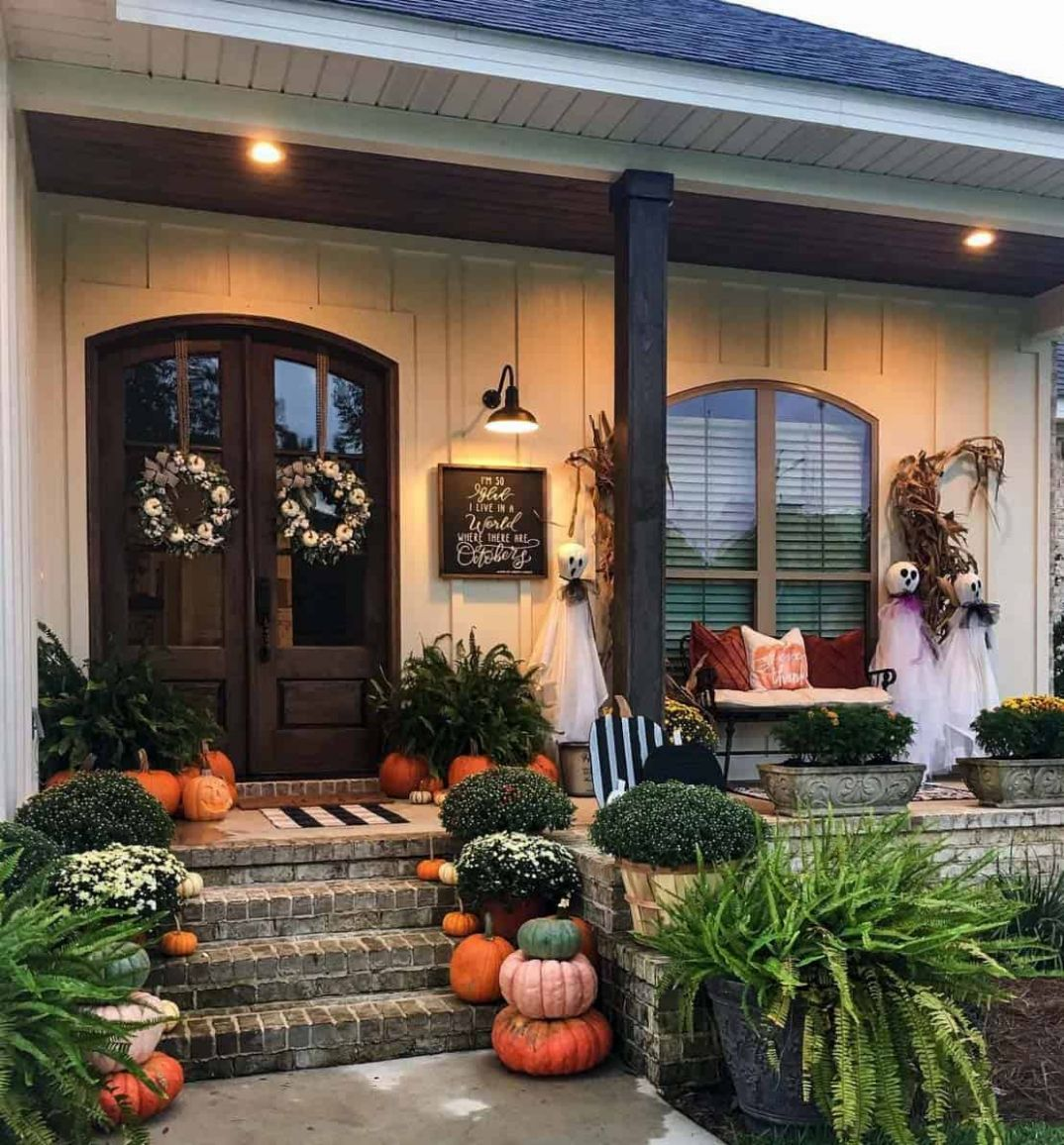 9+ Dreamy Ideas For Decorating Your Front Porch For Fall - front porch decor for thanksgiving