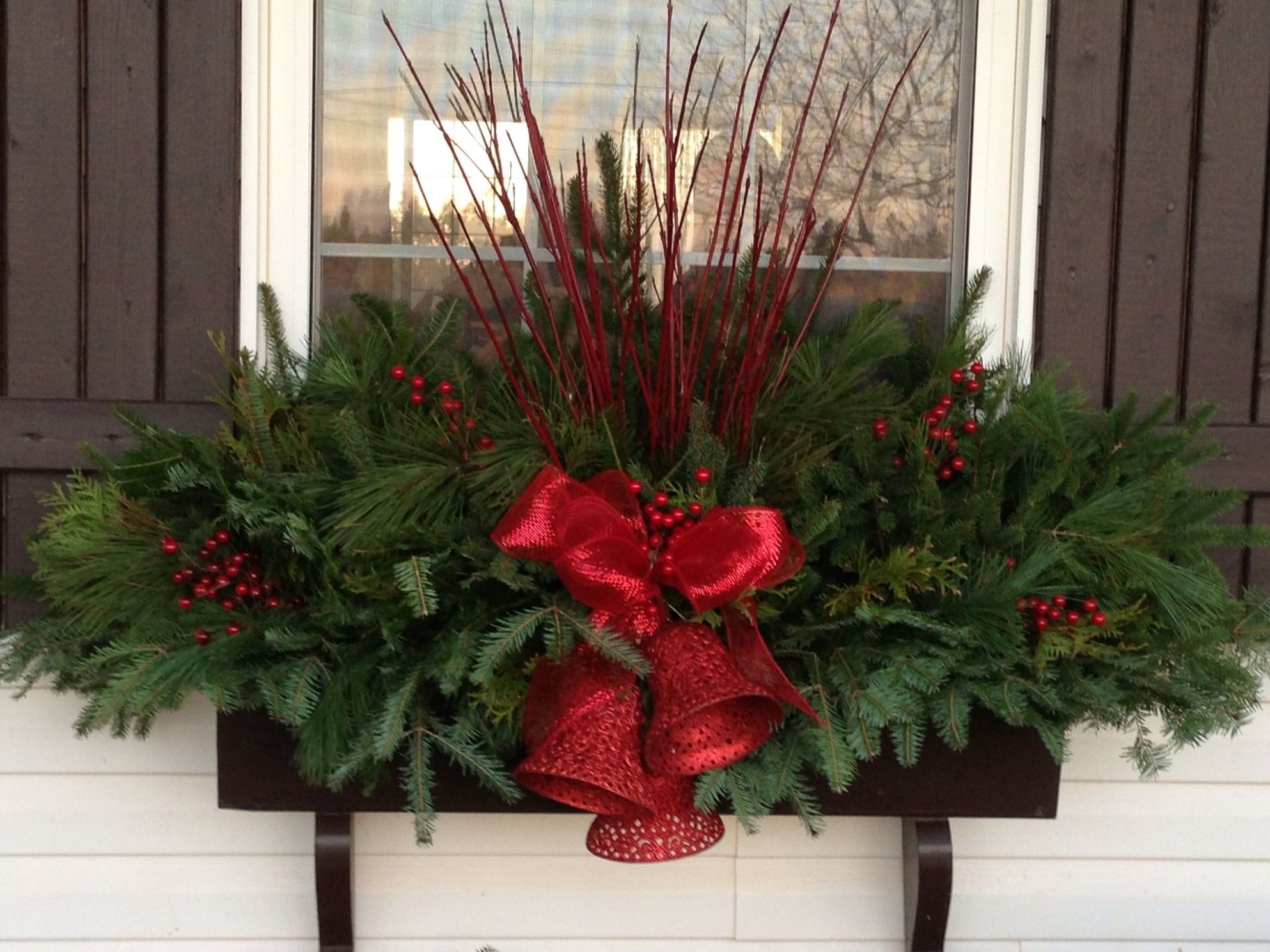 9-easy-holiday-window-box-ideas9 | Christmas window boxes